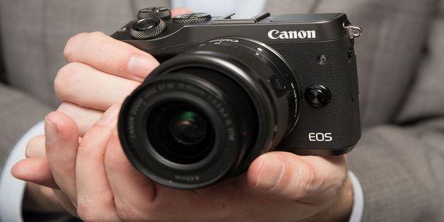 Doanh số mirroless của Canon tăng 70% so với năm 2016