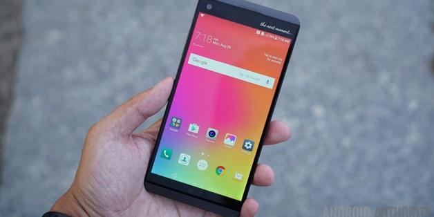 """LG xác nhận V30 có màn hình P-OLED """"vô cực"""" với viền siêu mỏng"""