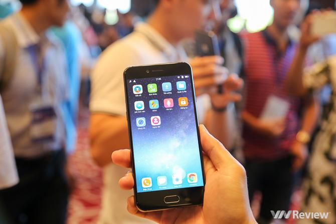 Các phóng viên công nghệ nói gì về Bphone 2017 mới ra mắt?