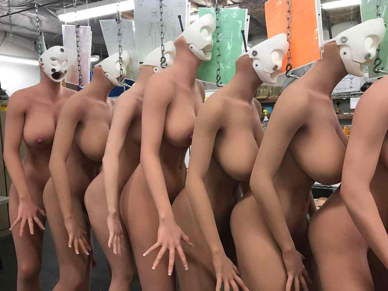 Đột nhập nhà máy sản xuất búp bê tình dục được trang bị AI - ảnh 14