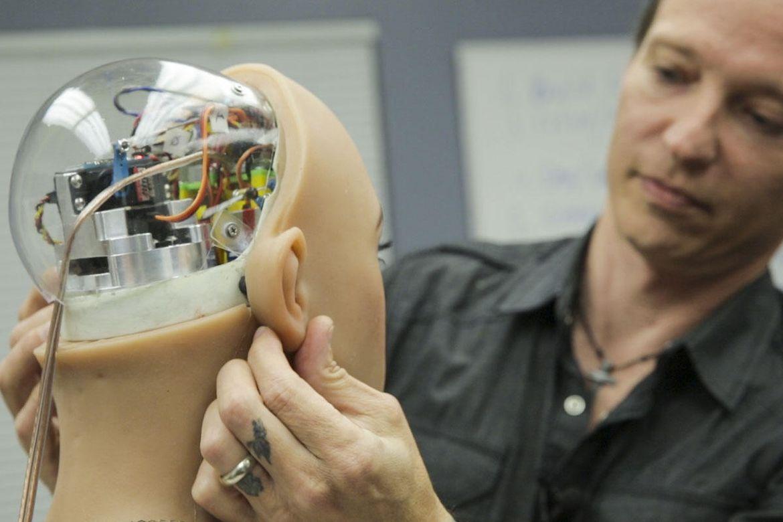 Đột nhập nhà máy sản xuất búp bê tình dục được trang bị AI - ảnh 34
