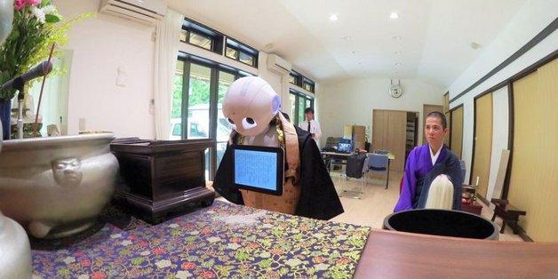 Robot tham gia cử hành tang lễ cho các gia đình tại Nhật Bản