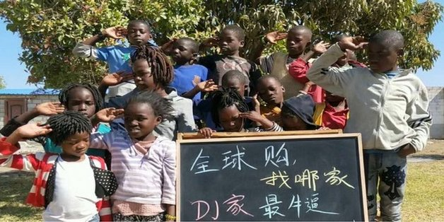 """Taobao dẹp các cửa hàng Trung Quốc """"lợi dụng"""" trẻ em Châu Phi"""