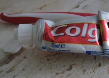 Dùng kem đánh răng lau màn hình laptop có để lại tác hại lâu dài?