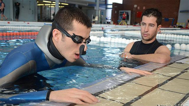 Bí kíp nín thở 24 phút dưới nước của thợ lặn vô địch thế giới