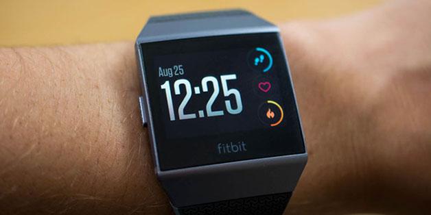 Fitbit giới thiệu đồng hồ thông minh Ionic, quyết đẩy Pebble vào dĩ vãng