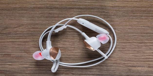 Fitbit dấn thân vào thị trường tai nghe, sắp ra tai thể thao Flyer
