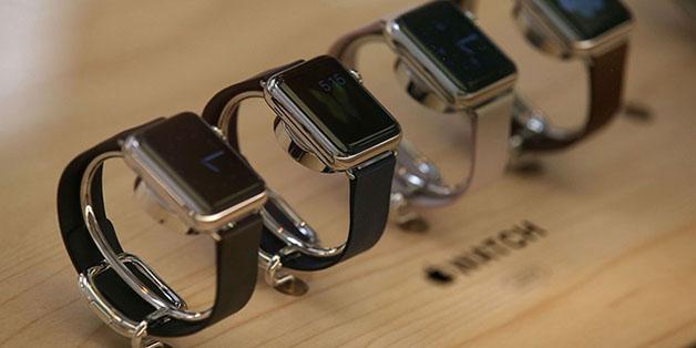 Smartwatch vượt mặt vòng tay thể thao trên thị trường thiết bị đeo thông minh