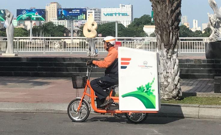 Lazada thí điểm dự án giao hàng bằng xe điện Go Green