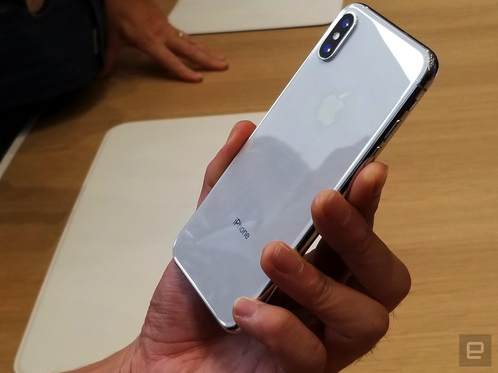 Apple cho biết màn hình của iPhone này hỗ trợ chuẩn HDR10 và Dolby, có độ tương phản rất cao, tới 1:1.000.000.
