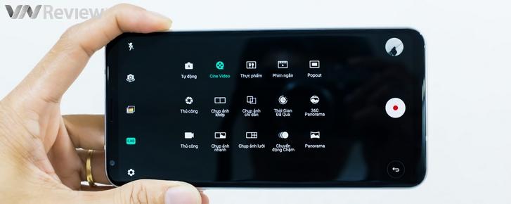 Cận cảnh LG V30 đầu tiên tại Việt Nam: Màn hình OLED thương hiệu LG