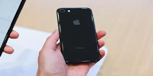 Chi phí thay mặt kính mặt sau của iPhone 8 có thể đắt hơn thay màn hình