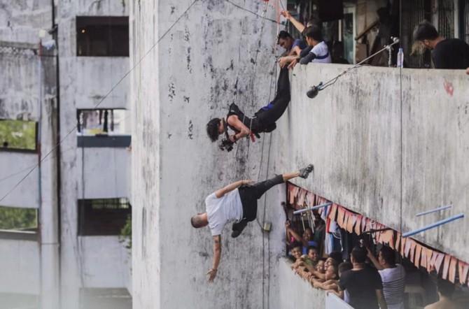 Thót tim với bộ ảnh các vận động viên treo leo giữa những tòa cao ốc ảnh 8