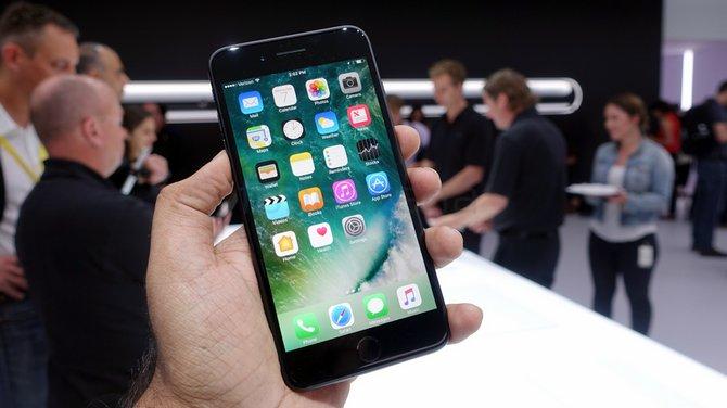 IHS Markit: iPhone 7 và 7 Plus là những mẫu smartphone bán chạy nhất nửa đầu 2017