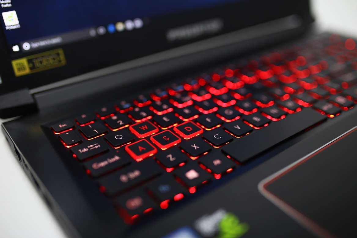 Đánh giá laptop chơi game Acer Predator Helios 300 - ảnh 8