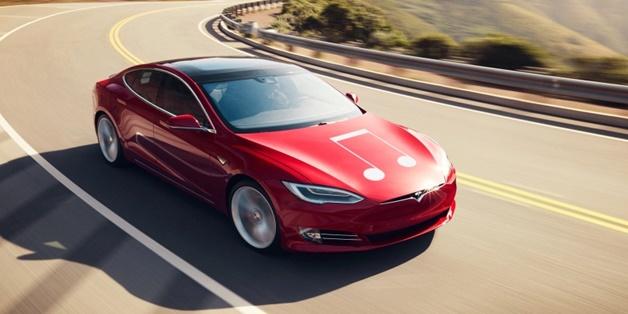 """Tesla sa thải hàng trăm nhân viên """"làm việc thiếu hiệu quả"""""""