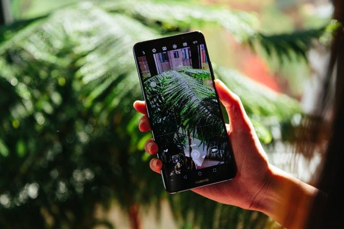 Xem bộ ảnh báo chí của Huawei Mate 10, Pro và Porsche Design