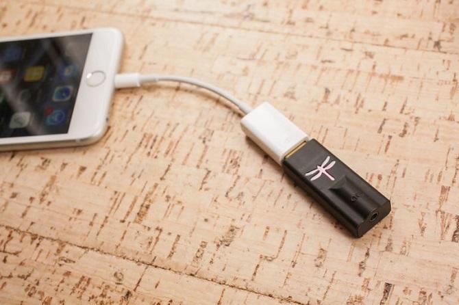 Khi Apple tiên phong loại bỏ một cổng kết nối vô nghĩa với những tín đồ âm thanh thực thụ, các loại phụ kiện có khả năng mang đến âm thanh thực sự cao cấp sẽ có thêm một lý do để trỗi dậy.