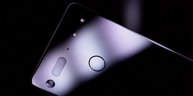Quá ế ẩm, Essential Phone giảm 200 USD, còn 499 USD