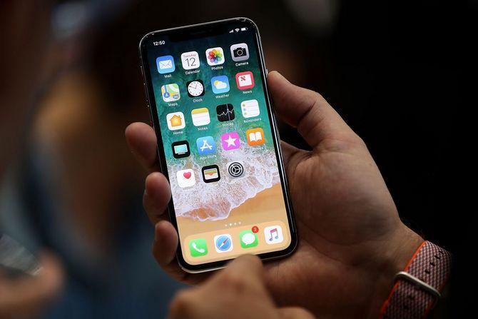 Đồng sáng lập Apple: Tôi sẽ không mua iPhone X vào hôm mở bán