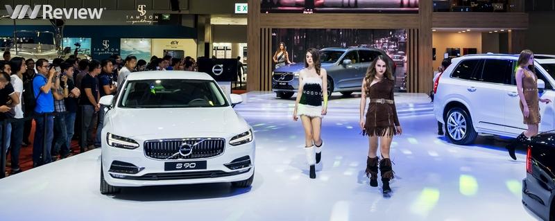 """Một vòng Triển lãm ô tô quốc tế Việt Nam 2017 cùng dàn PG """"nóng bỏng"""""""