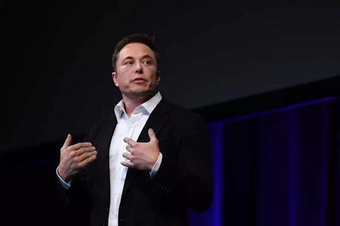 Tesla tiếp tục sa thải hàng trăm nhân viên của SolarCity