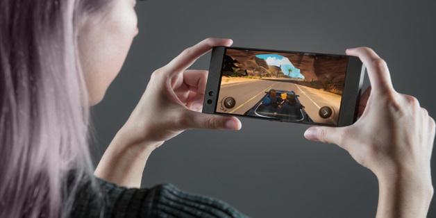 Razer Phone ra mắt với 8 GB RAM, màn hình Ultramotion 120 Hz