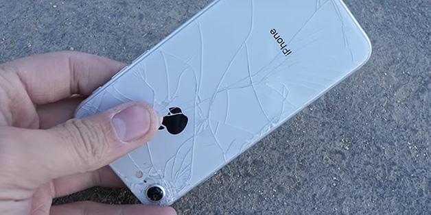Hãy dùng ốp lưng nếu không muốn chiếc iPhone 8 vỡ tan nát như thế này