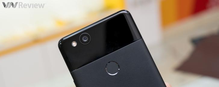 """Cận cảnh Google Pixel 2 tại Việt Nam: Camera khủng ẩn mình dưới thiết kế """"lạc hậu"""""""