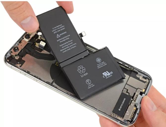 """3 điều bạn có thể học được từ """"teardown"""" iPhone X"""