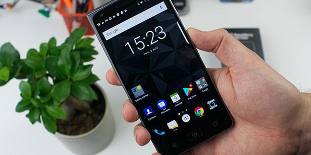 Những cảm nhận ban đầu về BlackBerry Motion, cấu hình và giá bán chính thức