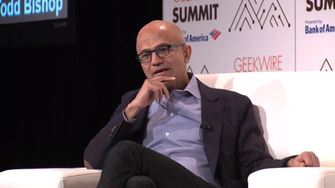 CEO Microsoft nói với người dùng iPad: Hãy sắm một chiếc máy tính thực thụ - ảnh 1