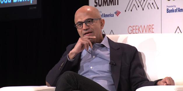 """CEO Microsoft nói với người dùng iPad: """"Hãy sắm một chiếc máy tính thực thụ"""""""