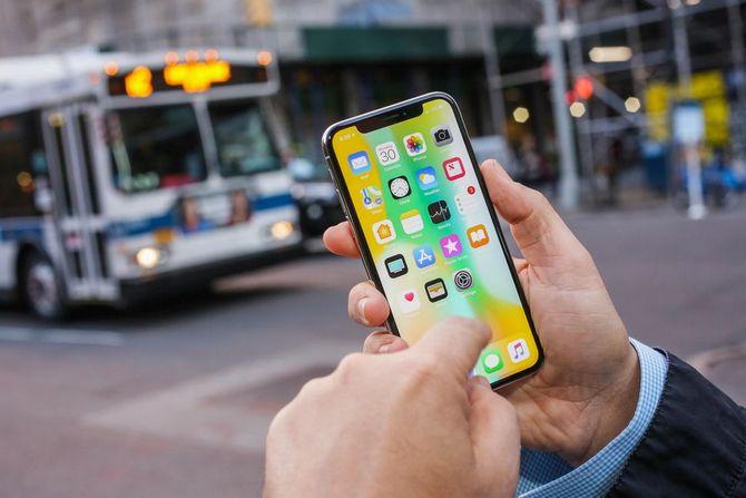 Apple: Mục tiêu của chúng tôi không phải là iPhone giá rẻ ảnh 2
