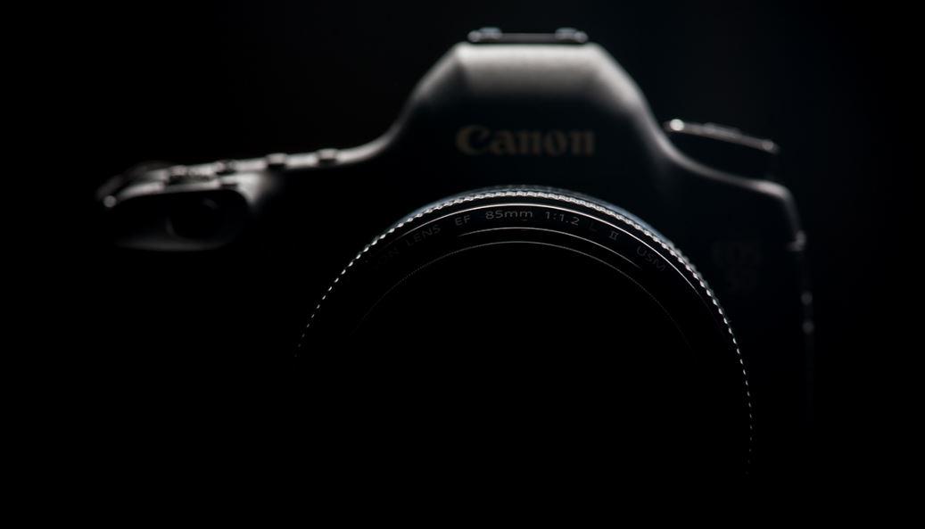 Các máy ảnh DSLR cao cấp của Canon sẽ có nút điều khiển phát sáng?