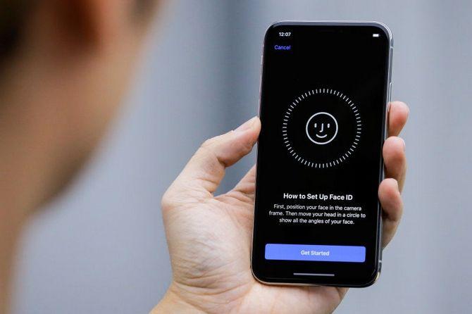 """Apple khẳng định Face ID trên iPhone X không """"sinh ra"""" cho nhiều người dùng cùng lúc ảnh 2"""
