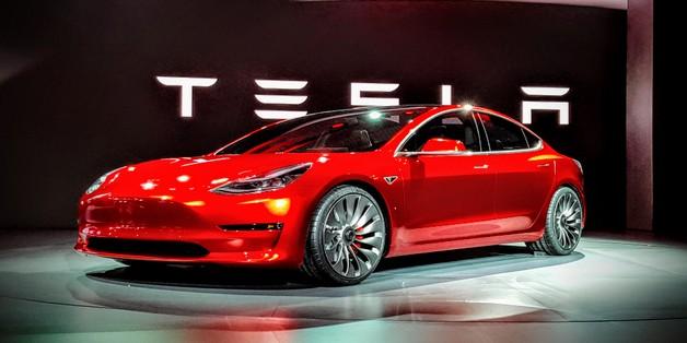 CEO Porsche: Tesla đang hút khách của chúng tôi, nhưng điều đó sẽ chẳng kéo dài lâu