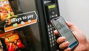 Vì sao người Anh vui vẻ khi thanh toán bằng điện thoại, còn người Mỹ vẫn hững hờ?