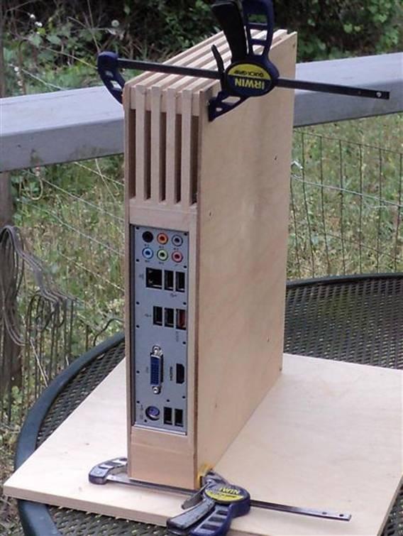 Vỏ máy tính làm bằng tay Mondrian