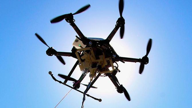 Sắp có tiểu bang đầu tiên tại Mỹ cấm người say rượu điều khiển drone - ảnh 1