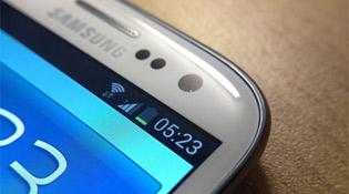 Samsung Galaxy S III có thời gian pin gấp đôi HTC One X