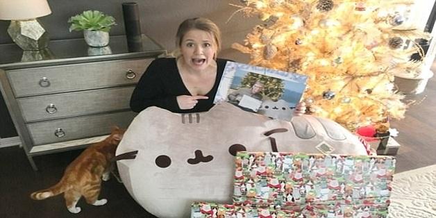 """Đây là những món quà được """"ông già Noel"""" Bill Gates tặng cho cô gái yêu mèo dịp Giáng sinh"""