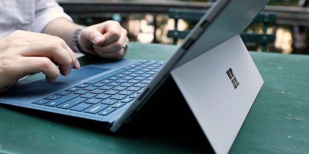 iFixit: Thiết bị của Apple và Microsoft khó sửa nhất năm 2017