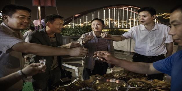 """Trung Quốc ra mắt ứng dụng """"nhờ bạn uống rượu thay"""""""