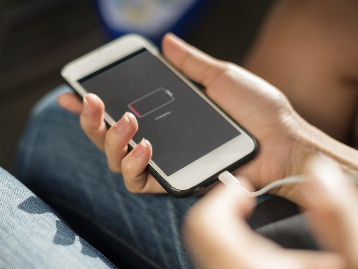 Hầu hết người dùng đang sạc điện thoại sai cách