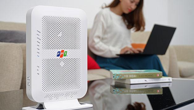 FPT Telecom trang bị modem Wi-Fi băng tần kép cho người dùng Internet cáp quang