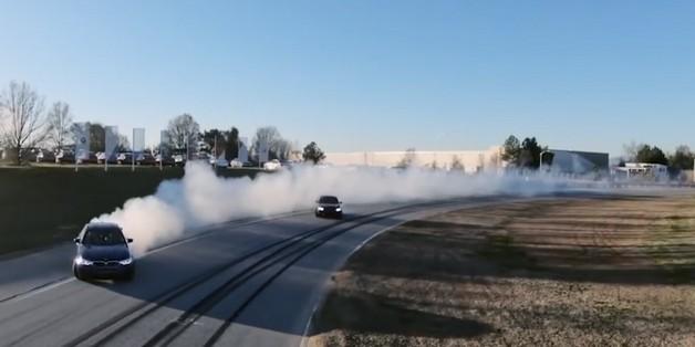 """BMW M5 lập kỷ lục """"ôm cua"""" dài nhất lịch sử với quãng đường lên tới 374km"""
