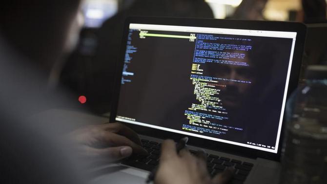 Âm thầm phát tán mã độc Fruitfly trên Windows và macOS suốt 13 năm qua, tới giờ hacker này mới bị bắt - ảnh 1