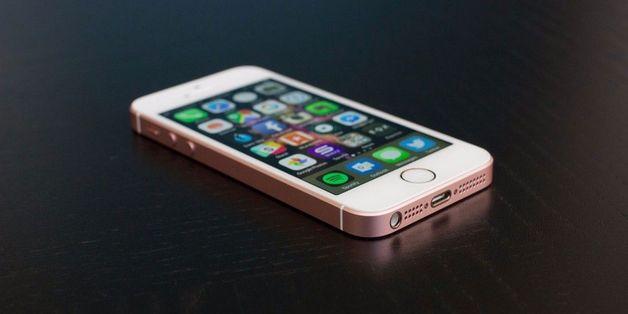 iPhone SE 2 sẽ có mặt lưng kính, sạc không dây?