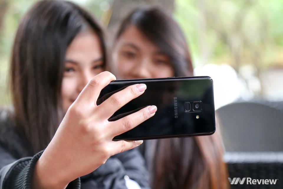 Mở hộp và trên tay Samsung Galaxy A8+ (2018): mở khóa khuôn mặt, selfie xóa phông - ảnh 5